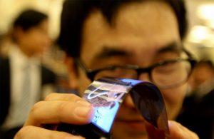 Un écran de smartphone flexible